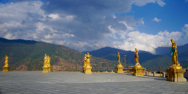 Plaza of statues in front of the great Buddha