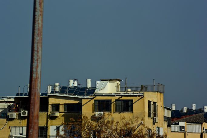 Solar powered water heaters, found throughout the Middle East, Why not in the US?